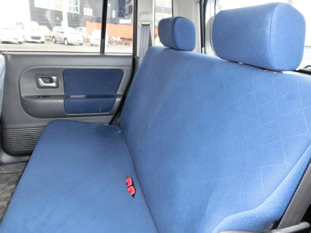 大人2名が乗っても、ゆとりのある後部座席♪