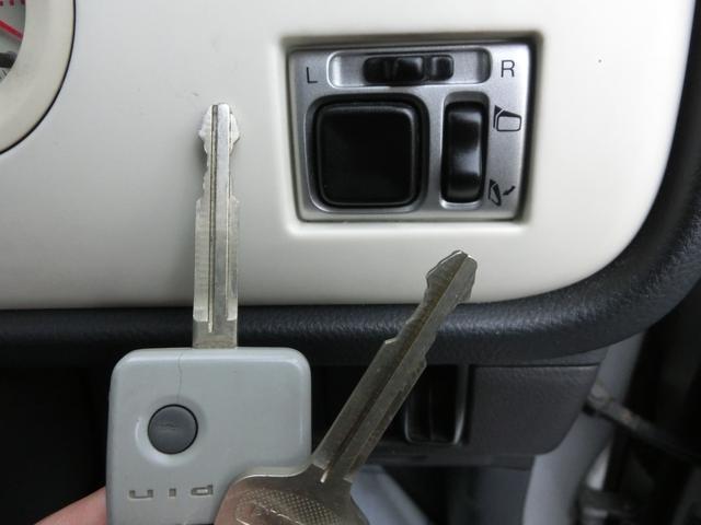 キーレスエントリー・電動ミラーのスイッチです。