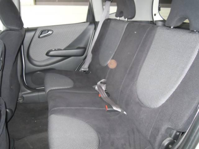 後部座席です。目立つ汚れ等はございません。