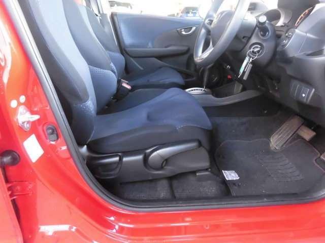 運転席の座面の高さを調節できるので、小柄な方でも適切な運転姿勢を取れます!