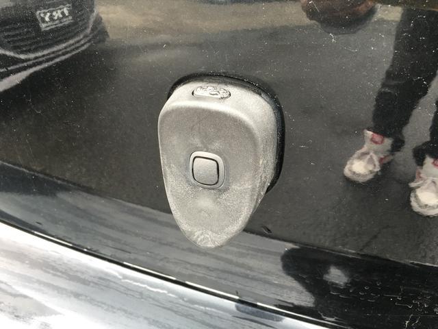 Uグレードになりますのでリアハッチもボタン一つで開閉やロックをする事ができます。