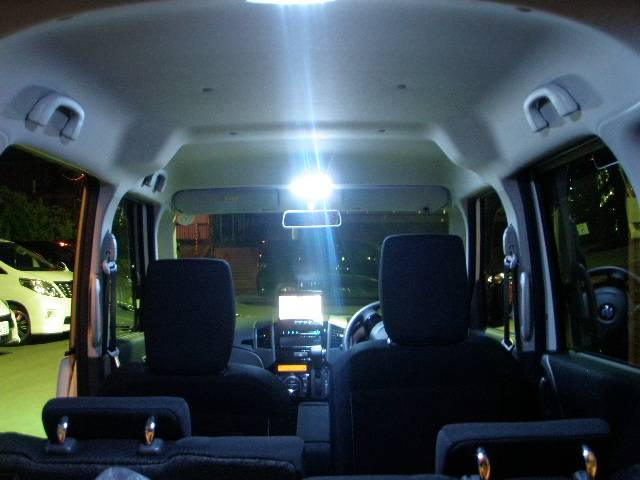 パレットSW専用LEDランプフルセット付き!!専用設計品でフィッティングも良いです♪明るいく省電力ですよ♪御覧のように天井もとってもきれいです♪リア熱線&左右ドアミラー熱線付き♪冬道も安心&安全♪