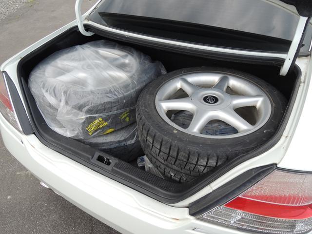 タイヤ4本が収まる広々トランク