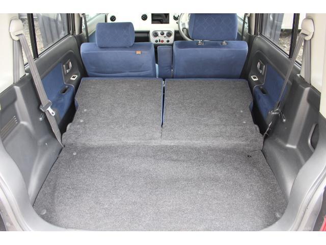 後席を倒せばフラットシートになるので、荷物もたくさん積めます♪
