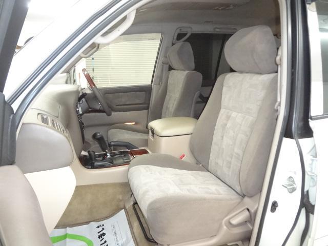 乗車スペースもご覧のようにとても広く作られていますので長距離のドライブでも疲れにくいです!