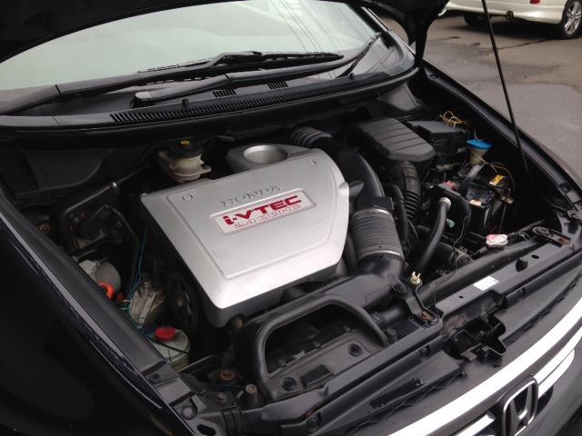 パワフルなエンジンながらカタログ燃費は10.6kmと経済的ですッ!タイミングベルト交換不要のタイミングチェーン仕様となりますッ!