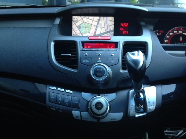 快適な車内空間を実現するオートエアコン搭載車ですッ!
