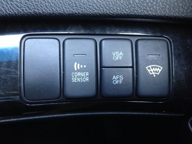 コーナーセンサー、横滑り防止装置等、安全装備も充実していますッ!