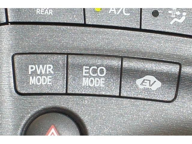 エンジンとモーターによる高出力なPWRモード、環境に配慮したECOモード、モーター走行のEVモード スイッチ