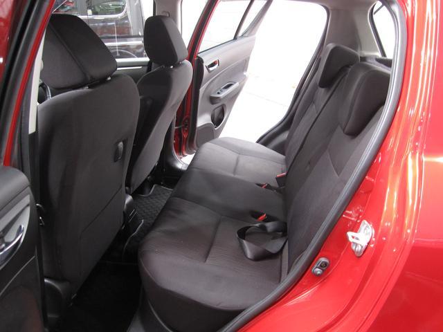 セカンドシートはセパレートタイプです!座り心地の良いシートになっております!