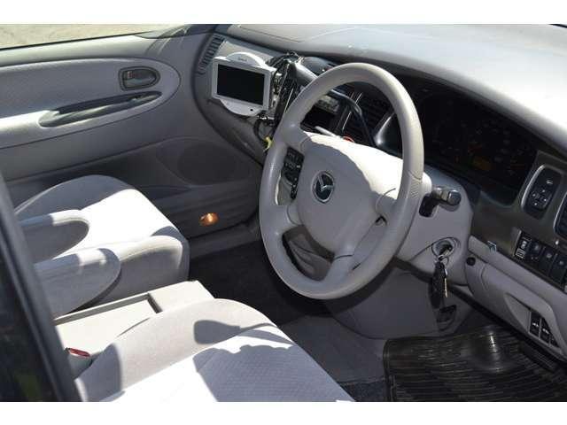 大変キレイな運転席シートです。目立つ擦れや汚れありません。