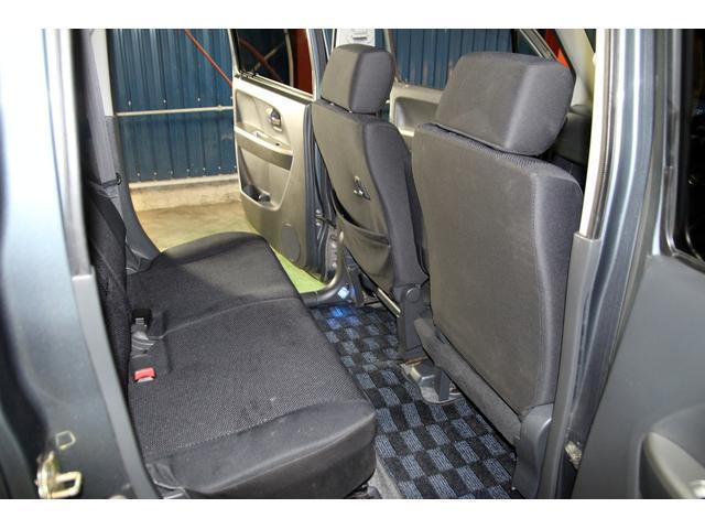 内装はシートのへたりやハンドルのすれもなく、中古車の中では非常に程度も良いです♪また、ご納車前には更に隅々まで美装しますので、ご安心下さい♪