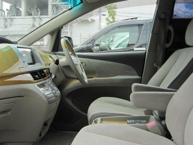 ☆当社の特色は全車室内展示!雨・雪・風の悪天候や夜間でも気にせずにご来店ください!明るい屋内で隅々までゆっくりとお車をご覧いただけます。