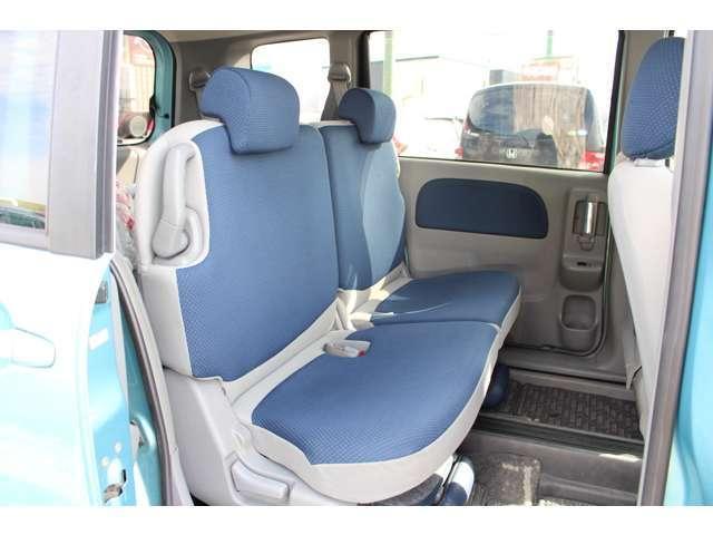 後部座席も、気持ちよく乗って頂けるよう内装をきれいに仕上げました。