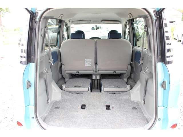 後部座席をたおすバージョンもありますので、もっとたくさんのお荷物を積み込めますよ!