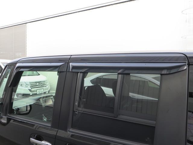 雨の日に活躍するドアバイザー!車内の換気にはかかせません!