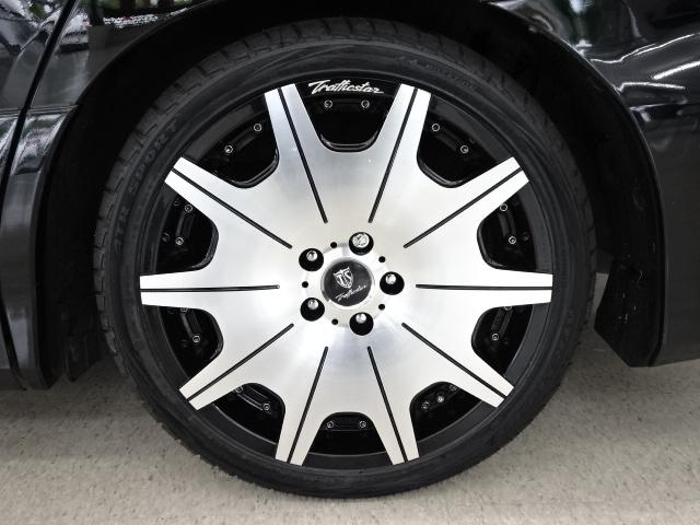 トラフィックスター製 DTX 19AW装着☆ タイヤサイズは、245−35−19です☆ 28インチ対応タイヤチェンジャー&ホイールバランサー完備です☆ 大口径アルミホイルの組替や脱着もお任せ下さい☆