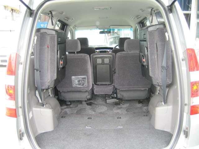 サードシートをたたむと広いラゲッジスペースができます