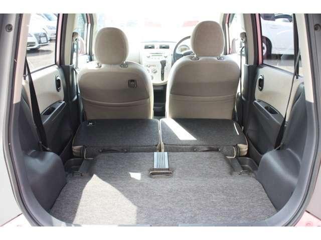 後部座席を格納するとさらにスペースが広くなります♪