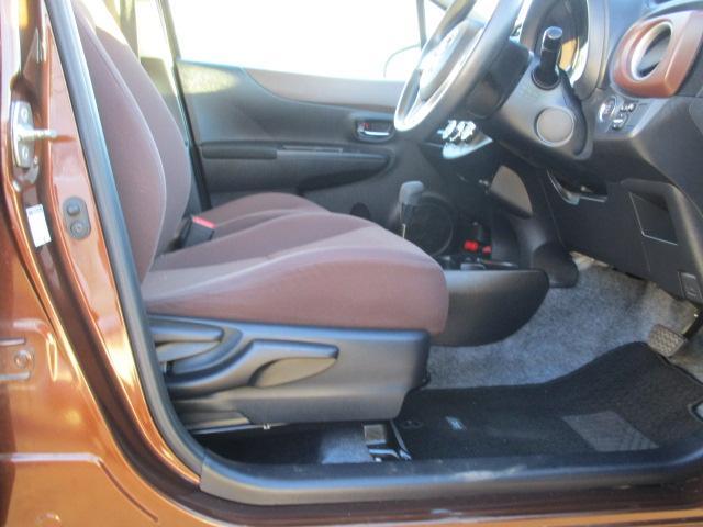 前後のスライドと合わせ、座ったままで座面を上下に調節できるシートアジャスター♪自分の体に合ったベストポジションで運転ができます♪座布団やクッションでの調節が省ける便利アイテム♪