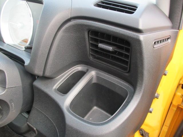ドリンクホルダー!!エアコンの近くにある設計ですので、お好みのお飲み物の温度が簡単にキープ出来ちゃいます♪