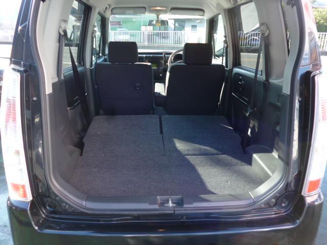 後部座席を倒せば、大きなお荷物なども積み込みできます。