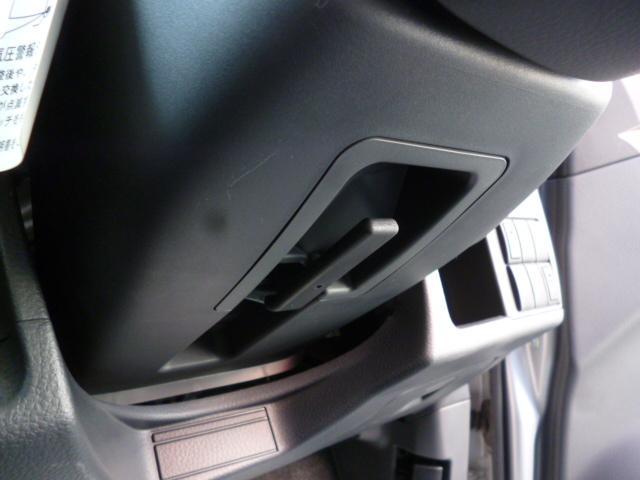ハンドルの高さを調整できる、チルトステアリング付です。