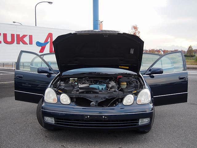 全車に安全装備として、デュアル&サイドエアバッグ、VSC(ビークルスタビリティコントロール)、ブレーキアシスト、プリテンショナー&フォースリミッター付きシートベルトを標準で装着する。
