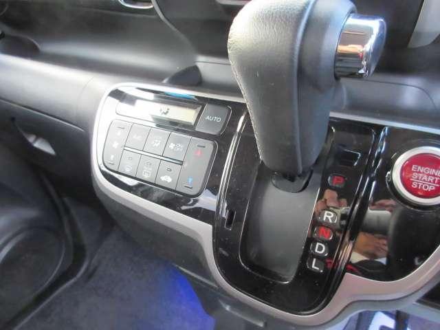 CVT☆無段変速が魅力のCVT車です。発進から加速までアクセルを一定にして走ることで滑らかに走ります。車内も静かで振動もわずか。
