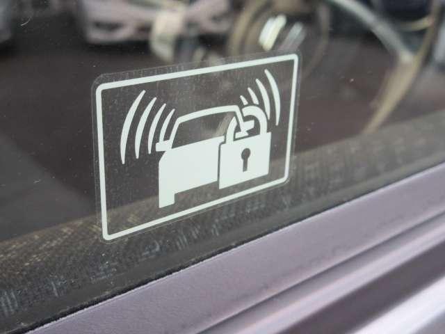 セキュリティーアラーム☆センサーが異常を感知した場合クラクションとハザードランプが点等、人々の注目を惹くことができるので車上荒らしなどに有効です。