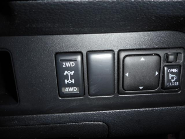 2WD→4WD切り替え式、走路状況に合わせ活用下さい。