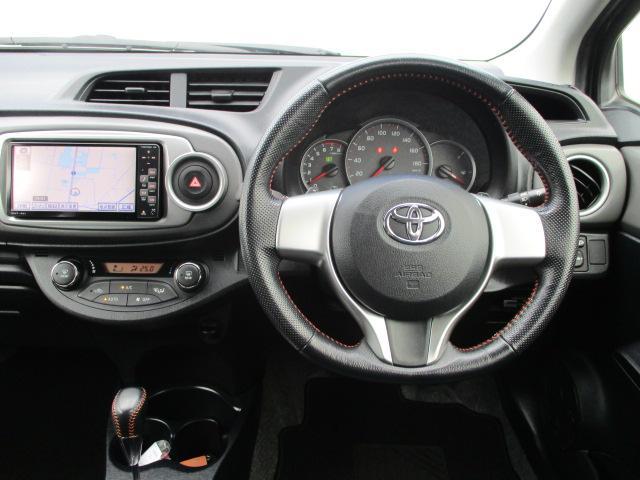 運転席に座って頂いた感覚の写真です♪ ハンドル周りやセンターパネル、オーディオ、エアコン等の配置をご確認くださいませ☆ 次に運転席に座るのは・・・「貴方」「貴女」かもしれません♪