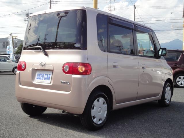 プライバシーガラスです。車内が見えにくいのでプライバシーガラスが確保されます。また、夏は冷房の効果担保にも役立ちます。エアコンを控えめにすれば燃費向上も見込めますね! 0120−03−1190まで♪