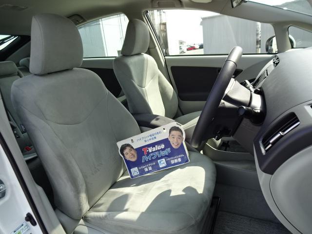 【フロントシート】シンプルデザインながら、ホールドの良いシートです!長く座っていても疲れにくいシートです♪