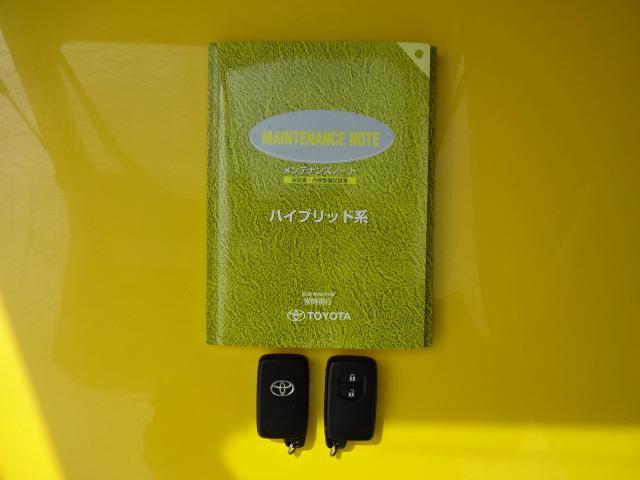 【メンテナンス&取説】メンテナンスノート&取扱説明書です!その車の整備記録が記載されています!どのような整備を行ってきたかも重要ですね♪