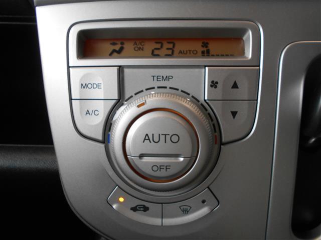 快適なドライブをサポートするオートエアコン。