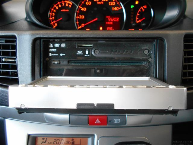 音楽を聞きながら楽しくドライブできるCD再生機能。DVDやワンセグ放送も視聴できます♪