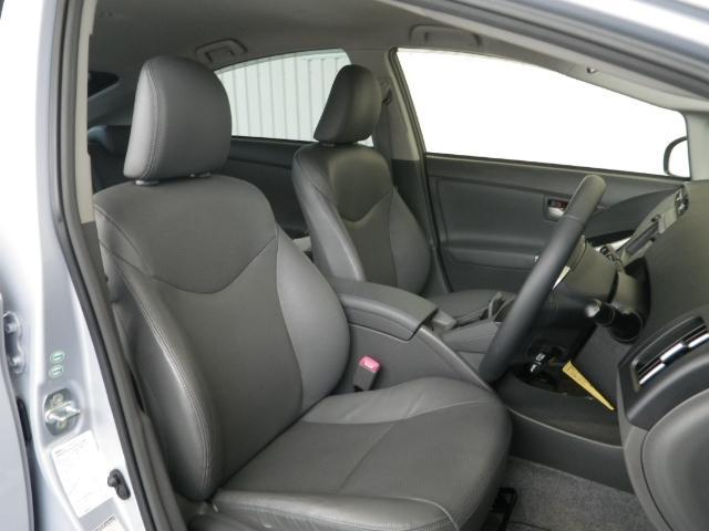 高級感が漂うレザーシート! シート・内装色はグレー基調です。