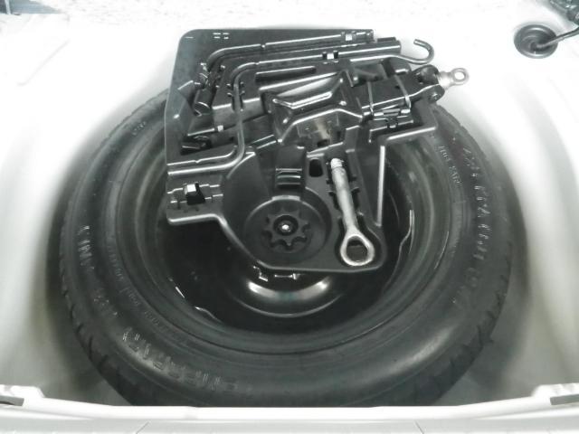 タイヤがパンクした時の工具やスペアタイヤを装備しております