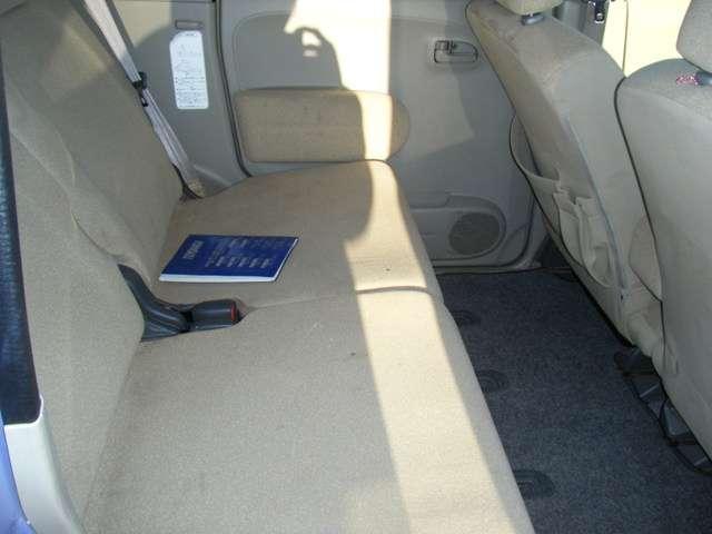 後部座席も広々!リクライニングも可能なので快適です!