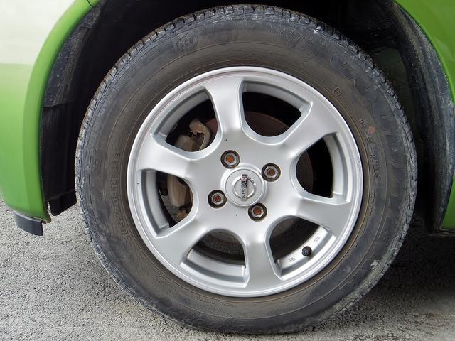 タイヤサイズは165/70R14です。