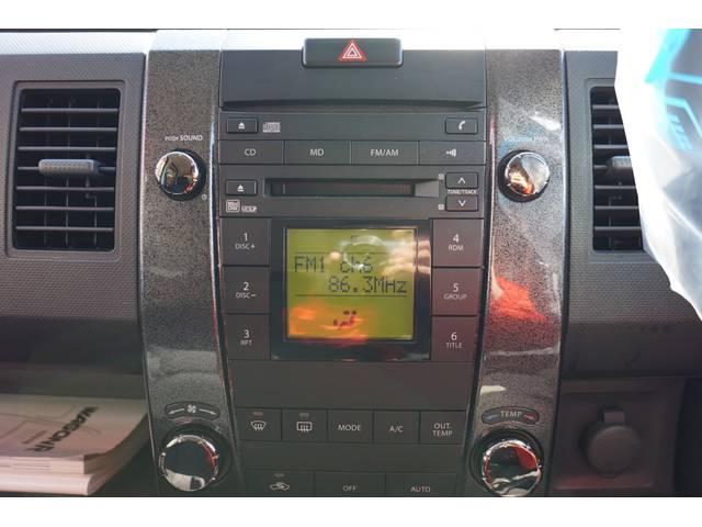 純正オーディオです♪CD、MD、ラジオを聴くことが出来ます!!当たり前の装備かもしれませんが、無くては困るドライブの必需品ですよね♪♪