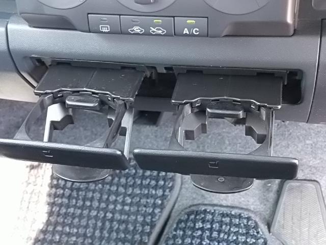 カップホルダー・運転中など、お飲み物を置けます。