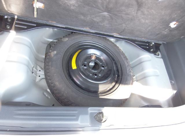 応急用タイヤ(スペアータイヤ)・もしものパンクのときにすばやく付け替え、工具・ジャッキ搭載してます。