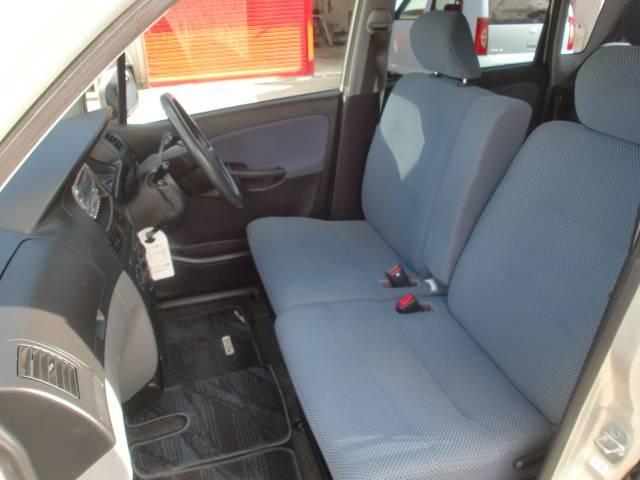 フロントシートはベンチシートなので、幅も広くゆったりです。