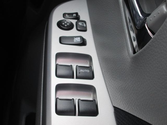 パワーウインドウに、ロック機能付き!走行中など、誤って窓を開けると危険な場合に役立ちます♪ お子様を乗せる方、ぜひお使いくださいね(^^)