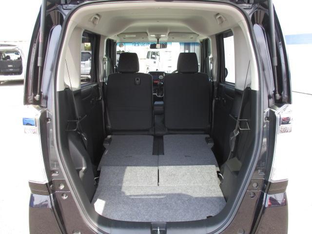 リヤシートを倒せば更に大きな荷物も搭載可能!!