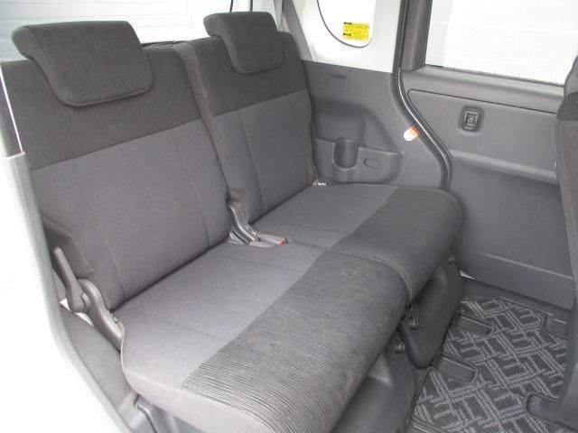 リヤシートも同じく広い!余裕のスペース!