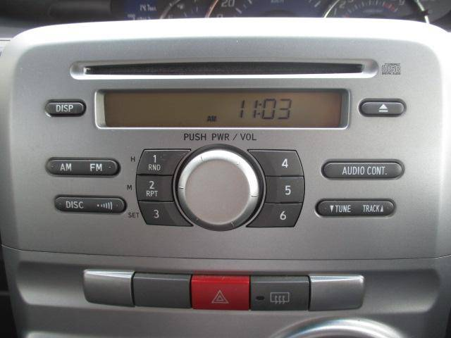 ダイハツ純正CDラジオレシーバーを装備しています。