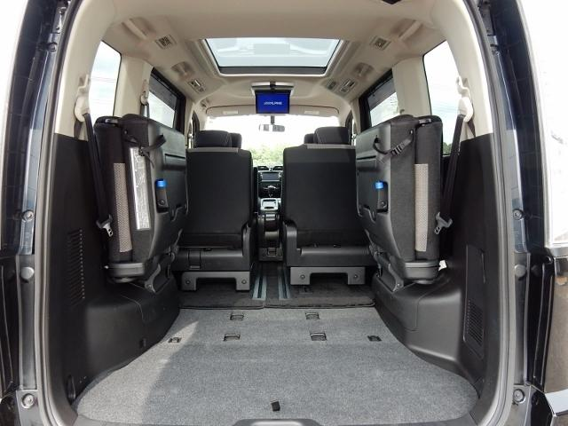 レジャー用品もタップリ積めるラッゲジ  サードシートが低位置に格納されるので、積み込みもスムーズです。